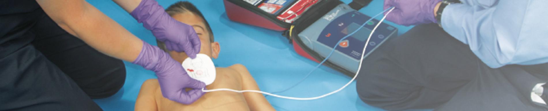 https://www.healthychildren.org/SiteCollectionImage-Homepage-Banners/AED_Child_EMT_homepage.jpg