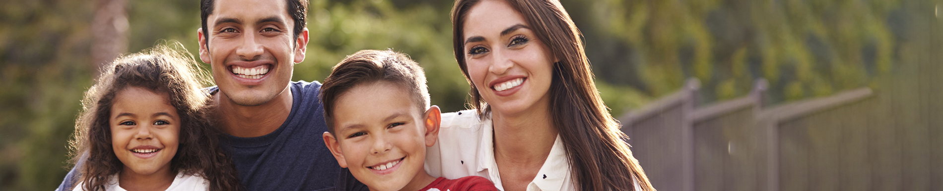https://www.healthychildren.org/SiteCollectionImage-Homepage-Banners/HispanicFamilyInsuranceCoverage_Banner_es.jpg