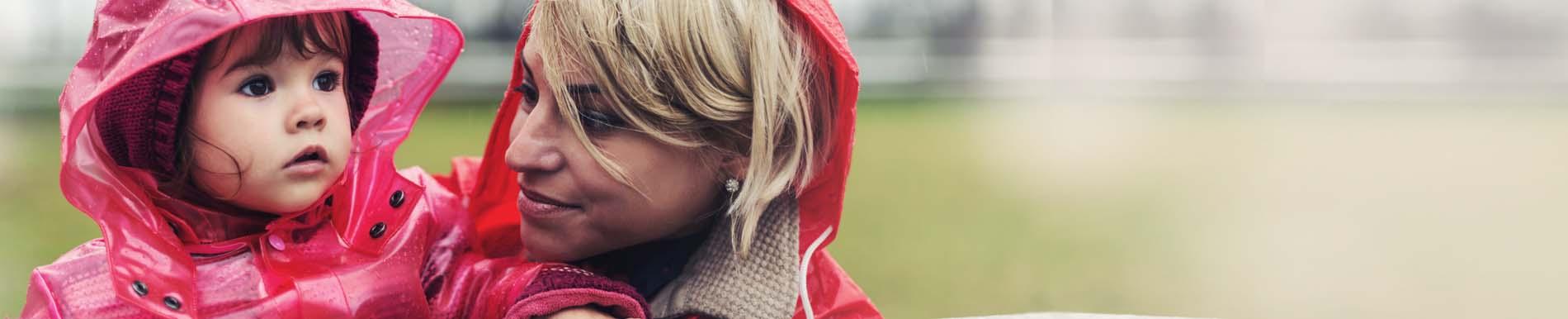 https://www.healthychildren.org/SiteCollectionImage-Homepage-Banners/hurricane_prep_mom_tot.jpg